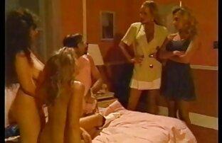 الصبي لديه الثلاثي البرية مع الفتيات في السرير