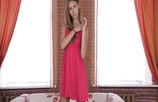 في سن المراهقة الروسية نحيلة جميلة يأخذ ديك حتى الحمار
