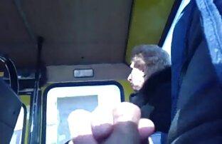 صبي في وسائل النقل العام
