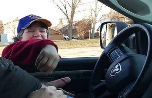 فلاش السيارة - فتاة تبلغ من العمر 2 لا يمكن أن تتوقف عن التحديق. ينتهي في الاتصال