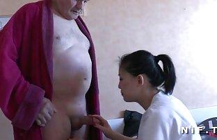 ممرضة شابة تضرب رجلاً عجوزًا