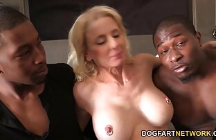 يحصل خبطت بوسها ناضجة من قبل الرجال السود