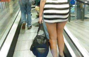 فتاة عارية في القطار