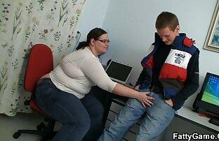 الطالب يضرب معلمه السمين