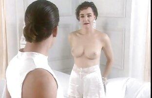 مشهد كيت لانغبروك عاريات الصدر