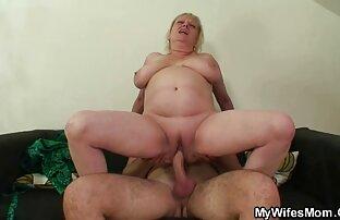 الديك أمي الجائعة يقفز على ديك صهرها.