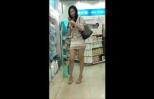 فتاة صينية جميلة في الأماكن العامة