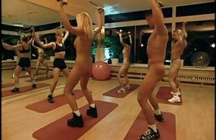 عن طريق التدريب الصالة الرياضية عارية