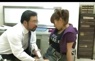 تذهب المراهقة الحامل إلى الطبيب