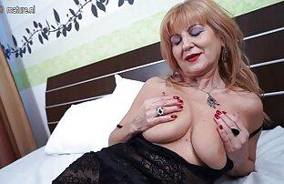 في منتصف العمر امرأة كريمة الديوك الكبيرة