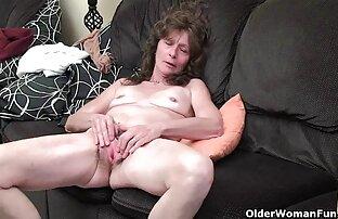 امرأة عجوز شعر المهبل لعق