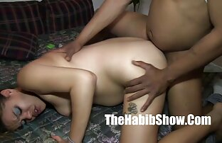 تمتص ديك كبيرة 15 بوصة حتى تضرب بطنها