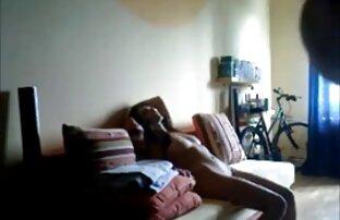 هواة امرأة سمراء فتاة جامعية مارس الجنس على كاميرا خفية.