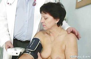 السيدة الناضجة إيفا تزور الطبيب للحصول على امتحان ناضج