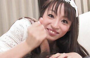 فتاة يابانية لطيفة ومبتسمة تستأجر رجل محظوظ