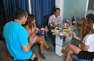 فتيات الحفلات التايلانديات مع النبيذ الجديد في 1 أغسطس 2016