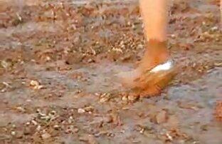 مصارعة الفتيات في الوحل