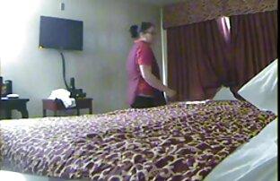 2 خادمة الفندق تكتشف كس وهمية 1
