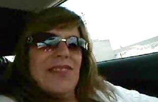 زوجة ألمانية وامض الثدي في السيارة 2