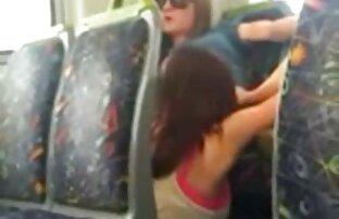 اشتعلت 2 الفتيات أكل كس في الحافلة