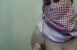 فتاة الحجاب العربية تظهر لها كبير الثدي في كاميرا ويب