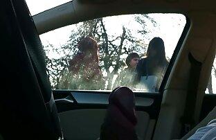 فلاش سيارة 4 فتيات في محطة للحافلات