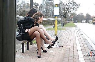 2 مثلية الفتيات متتالية 14cm upskirts وجوارب عالية الكعب