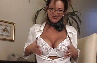 كبير الثدي فاتنة في نظارات الاستمناء