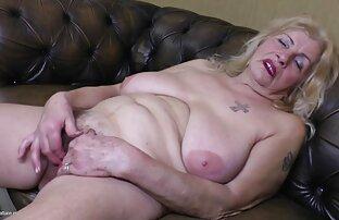 الجدة القديمة جدا oma مع كبير الثدي