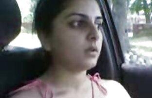 فتاة باكستانية في السيارة