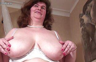 تلعب أمي الهولندية الكبيرة مع بوسها شعر