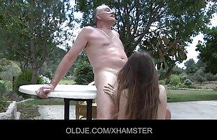 الحيل الصغيرة القذرة ليمارس الجنس مع الرجل العجوز
